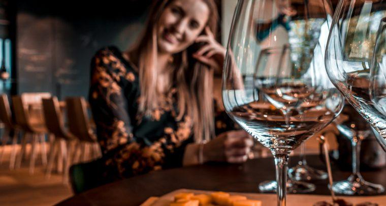 Wijn sippen en brood knabbelen in Brda